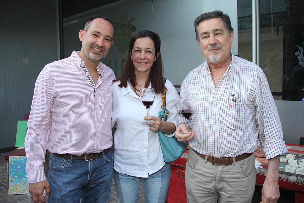 Joaquín Acosta, Laura Williams y Juan Manuel Acosta.