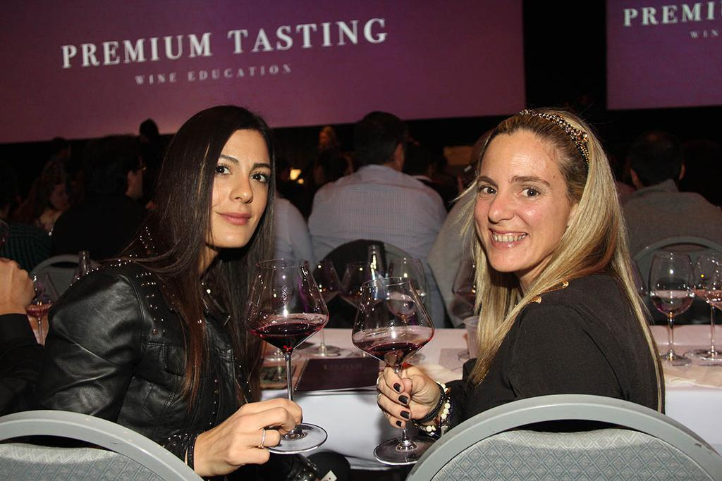 Verónica Martino y Mariana Hernaez (sommeliers).